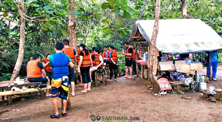 rest area wisata river tubing green santirah desa selasari