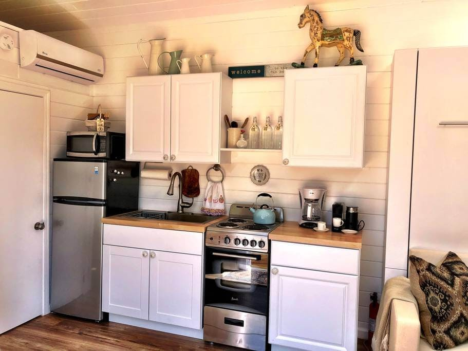 04-Kitchen-Sunshine-Tiny-House-Architecture-and-The-Stumble-Home-www-designstack-co