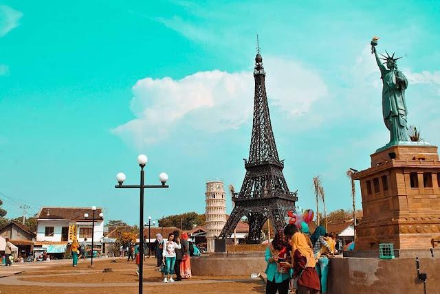 Menara Eiffel Boyolali | Taman Tiga Menara