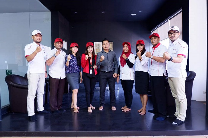 marketing sales toyota surabaya