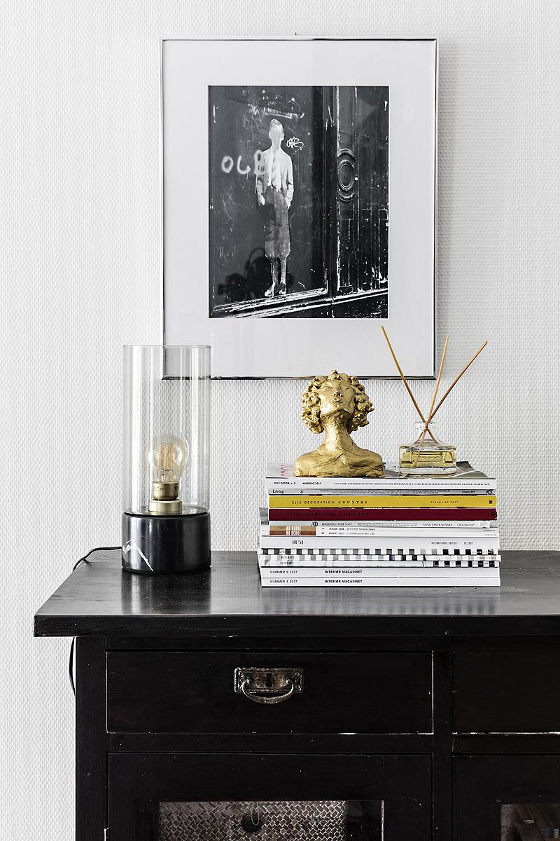 Avotakka, my home, oma koti, sisustus, sisustusinspiraatio, valokuvaaja, Frida Steiner, Visualaddict, interior, inredning, interior4all, interiorinspiration, olohuone, livingroom, valokuva, patsas, Kiss of life, kulta