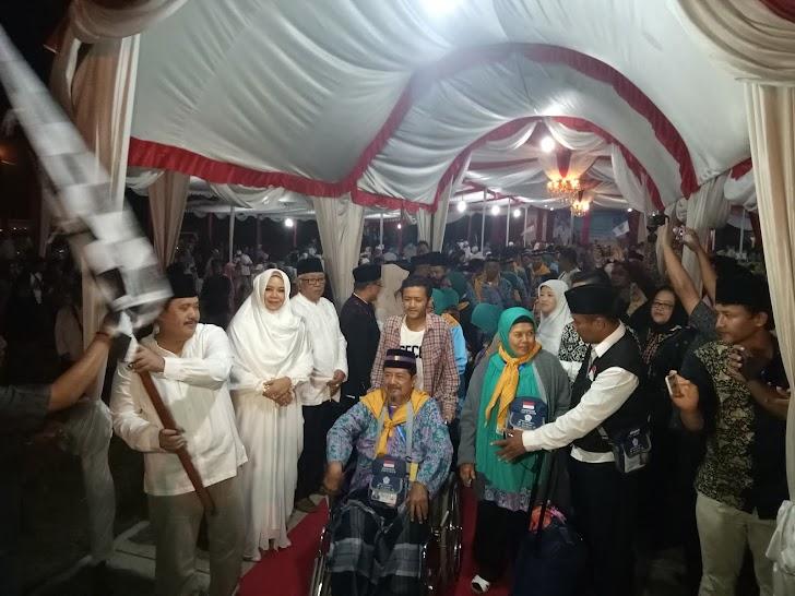 Sebanyak 396 Jemaah Haji Asal Pangandaran Diantar Haru keluarga