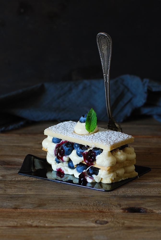 white-chocolate-blueberry-millefeuille-milhojas-crema-namelaka-arandanos-dulces-bocados