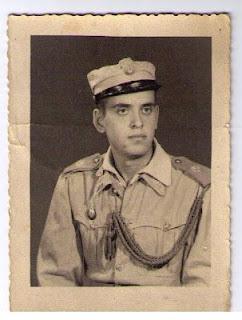 El autor con el uniforme de Policía en 1961