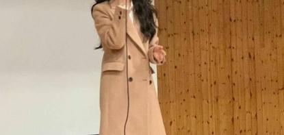 아이유가 김제여고 졸업식 등장한 이유.jpg
