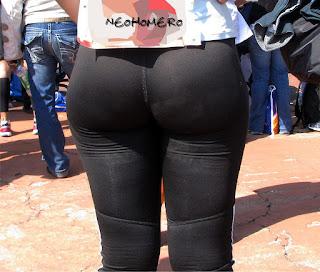 Guapa mujer leggins nalgas grandes