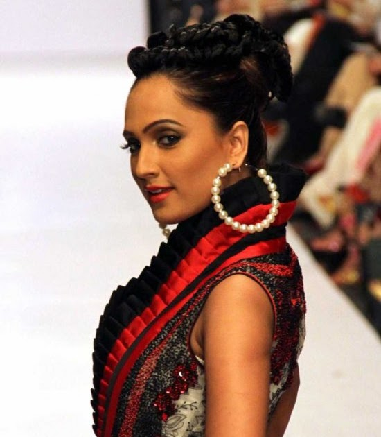Latest Fashion In Pakistan 2011- 2012 Fashion Trends