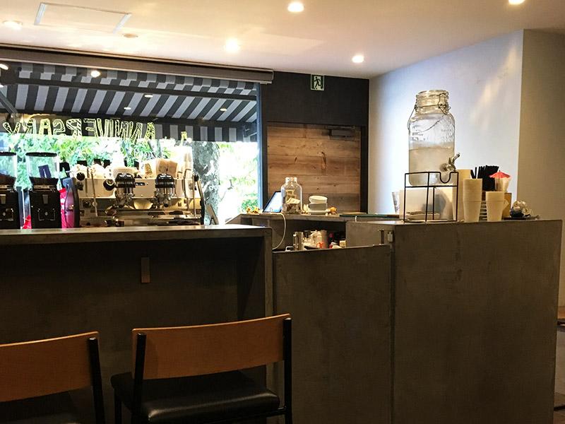 つくばエクスプレス浅草駅から東へ徒歩5分にある花やしきのそばの路地裏カフェ『SUKEMASA COFFEE』の内観