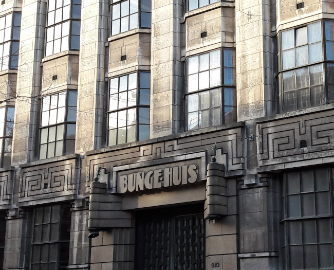 Bungehuis, Amsterdam architecture   Happy in Red