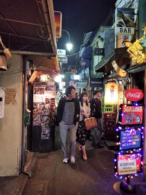Shinjuku Golden Gai, Shinjuku, Kabukicho, callejones, carteles, bares, Tokio, Tokyo, Japon, Japan, Elisa N, Blog de Viajes, Lifestyle, Travel