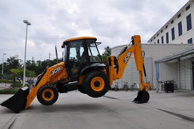 Use a 6 in 1 Shovel On a JCB Backhoe Loader