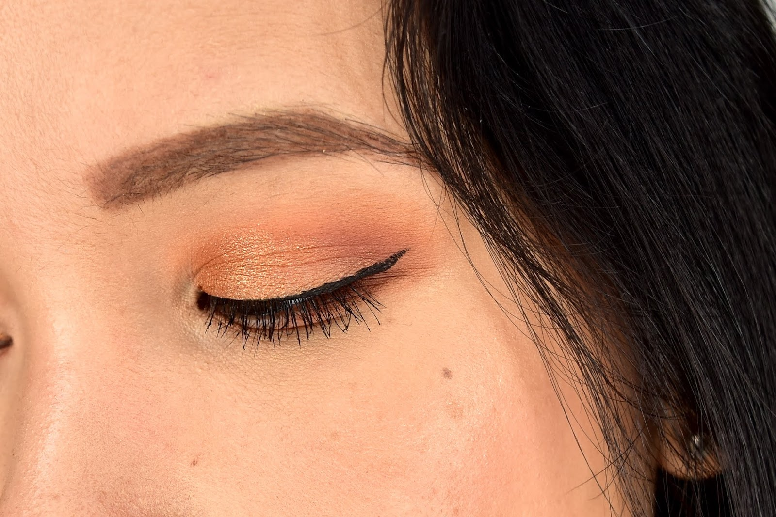 huda beauty warm brown líčenie