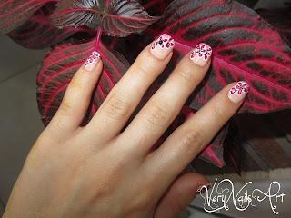 Decoración de uñas con pintura acrílica