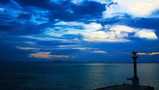 原創 723 【七絕.華燈初上】 - 沧海一粟 - 滄海中的一粒粟子