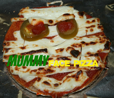 susieqtpies cafe mummy face pizza for halloween. Black Bedroom Furniture Sets. Home Design Ideas