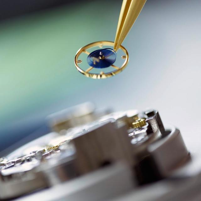 Chez Rolex, le spiral en silicium syloxi à géométrie brevetée garantit les hautes performances chronométriques d'une nouvelle génération de mouvements mécaniques.