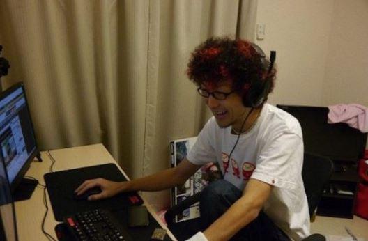 Hanya Dengan Bermain 'Game' Selama 3 Jam Sehari, Lelaki Ini Dibayar RM40,000 Sebulan