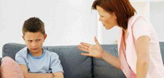 توبيخ الاطفال امام احد