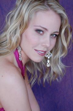 Natalie Davis was crowned Miss Minnesota 2011