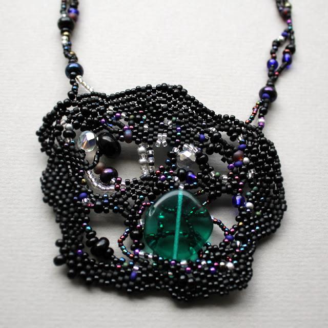 черный кулон крупное украшение на шею готика черное бисерное колье
