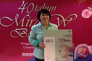 Mengenal Sosok Mira W 40 Tahun Berkarya