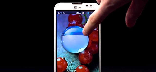 El tema de la personalización en Android es ampliamente explorado por sus usuarios. A través de fondos de pantalla, widgets, distintas configuraciones o Launchers, los usuarios modifican la interfaz a su gusto. En esta última categoría tenemos muchos diferentes de donde escoger, y para aquellos que no tengan un equipo LG de gama alta, pero gusten de su interfaz, el día de hoy les traigo desde XDA Developers el launcher de LG para cualquier Android. Se trata del Launcher que la compañía utiliza en sus equipos más exclusivos, como el LG Optimus G y el Optimus G Pro, y es