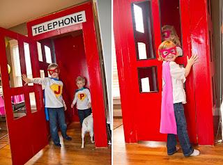 Cabina telefónica de cartón.