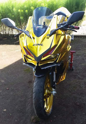 Honda CBR250RR modifikasi warna gold