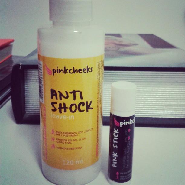 Essa semana recebi meu Anti-Shock da Pinkcheeeks. Conheci pelo Instagram e  quando vi que podia mudar aquela história daquele bololo no cabelo no pós  longão 432c14331c7b2