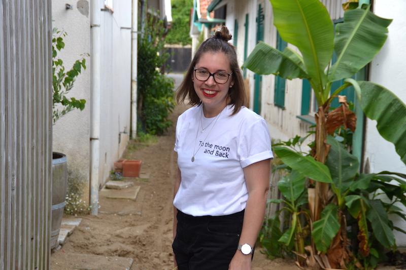 short en jean noir Pimkie et t-shirt Tunetoo, collier l'atelier d'amaya et Seemeorg