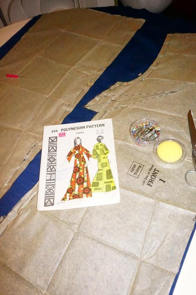 Robe trapèze ,  patron Polynesian Pattern Kahiko 188  A-line mini dress  , bell sleeves, Polynesian Pattern Kahiko 188 vintage 60s 1960 mod mini dress twiggy vintage sew diy textured stripe double knit fabric