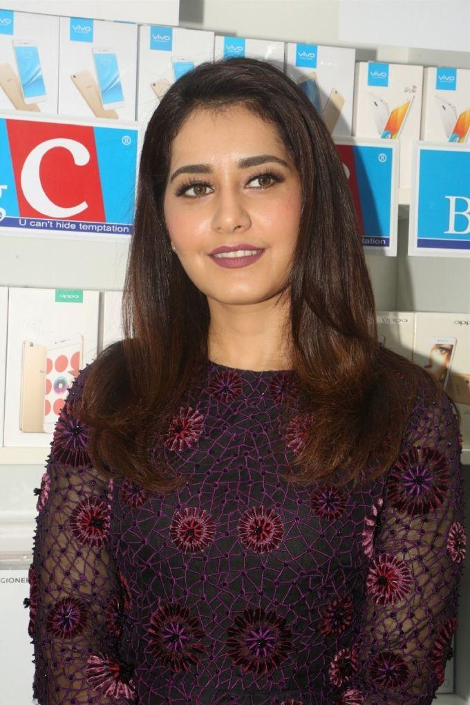 Rashi Khanna Launches Big C Mobile Showroom at Kukatpally