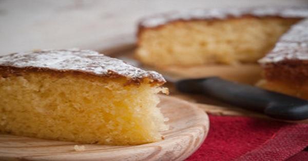 Torta de vainilla esponjosa y suave
