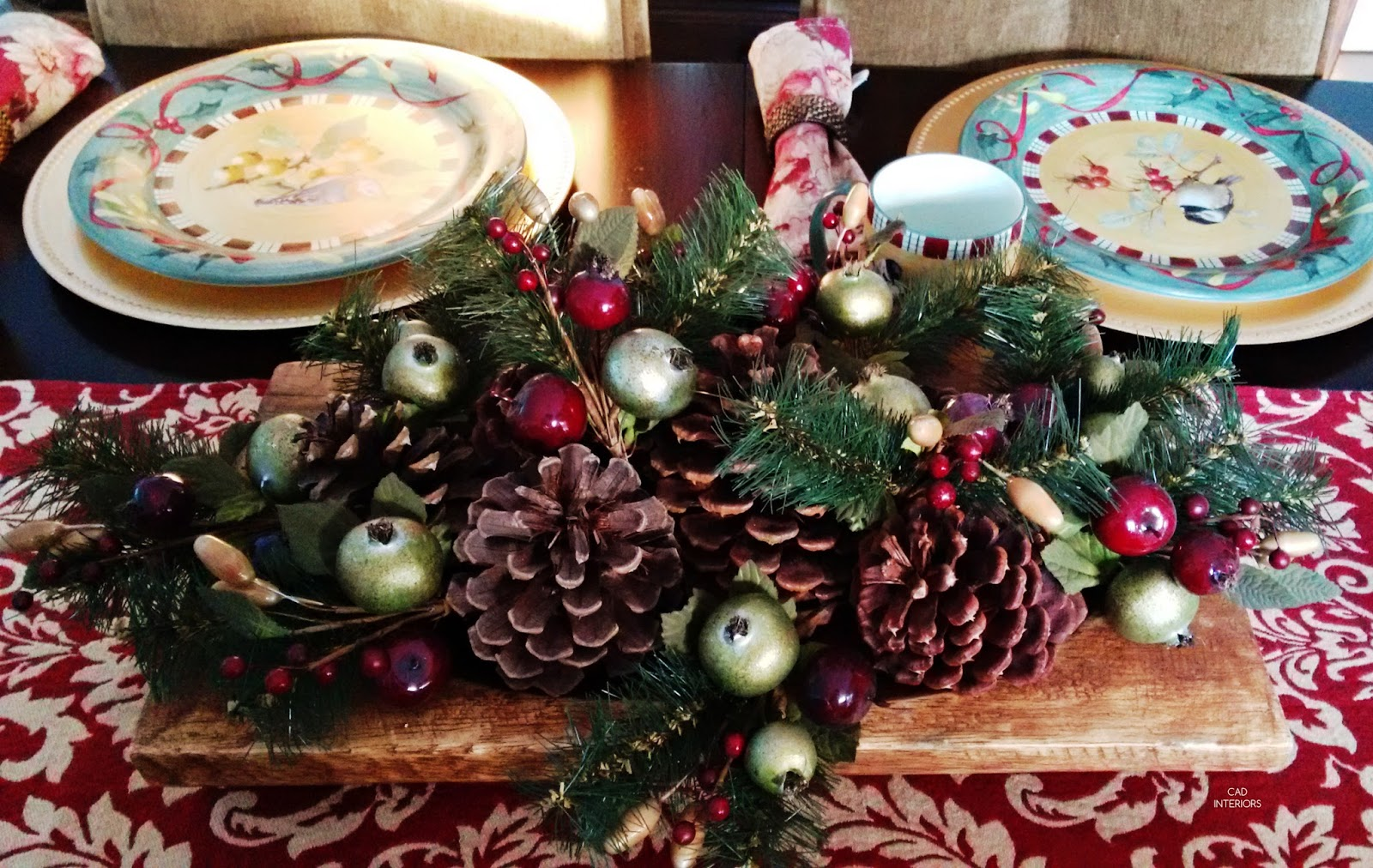 Christmas holiday decorating classic traditional rustic natural table setting decor