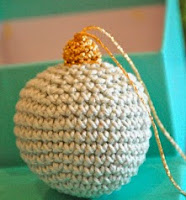http://translate.google.es/translate?hl=es&sl=en&u=http://greedyforcolour.blogspot.com/2011/12/christmas-bauble-tutorial.html&prev=search