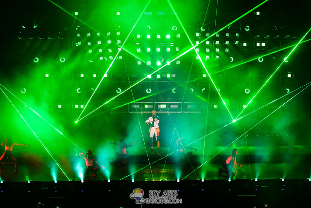 TOP came out with green laser lights shooting around