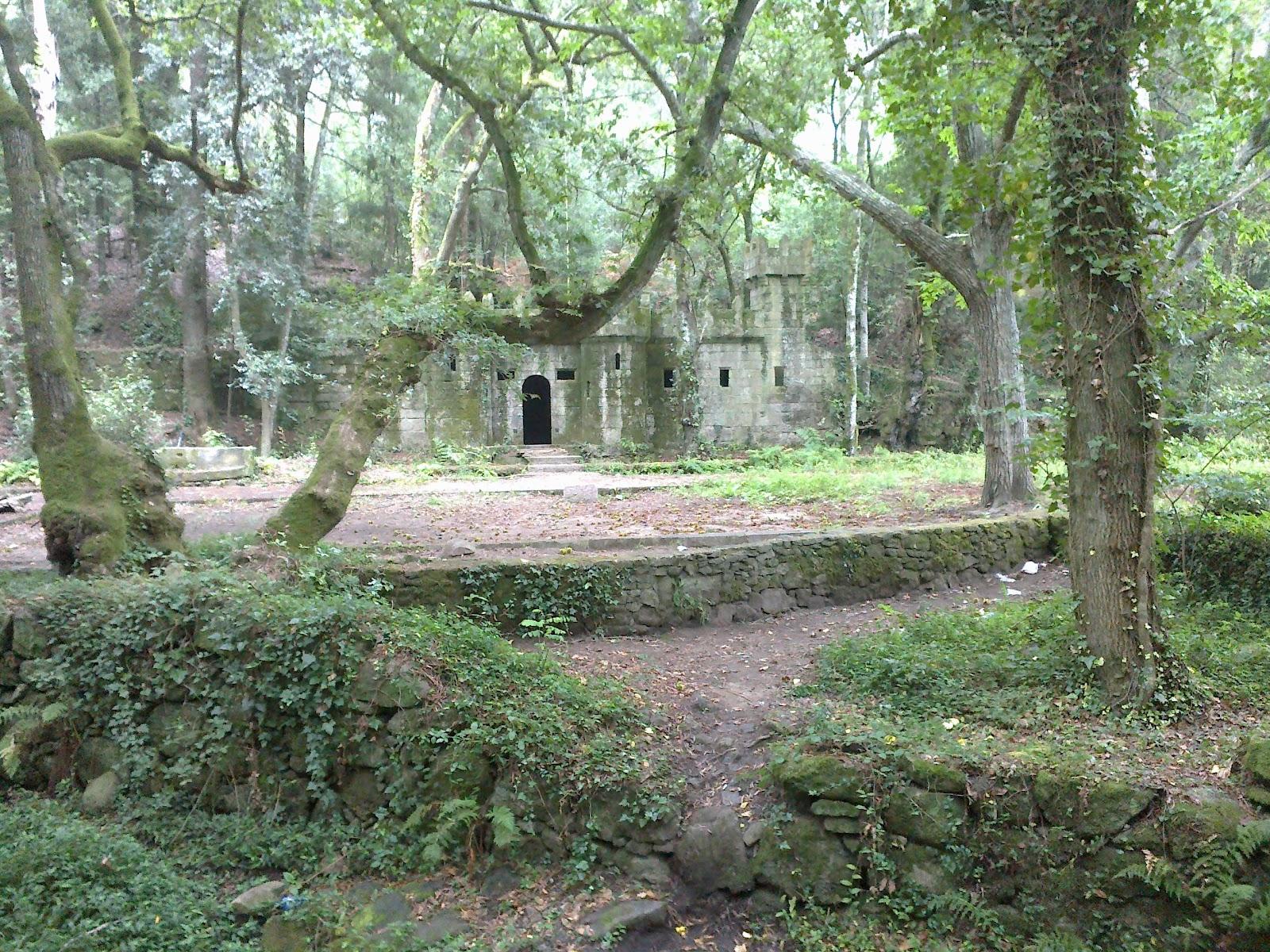 Castillo en el Bosque Encantado en Aldán en Cangas