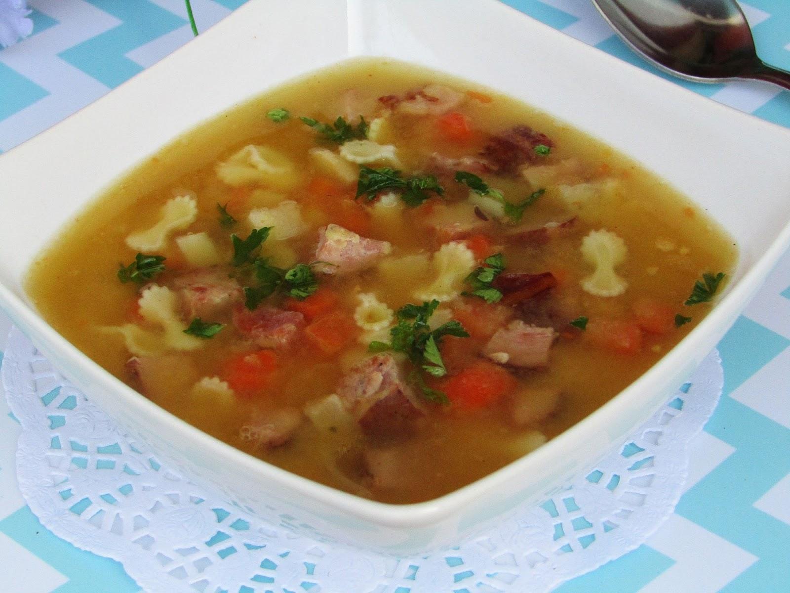 Tradycyjna Kuchnia Kasi Zupa Grochowa Z Makaronem I Wędliną