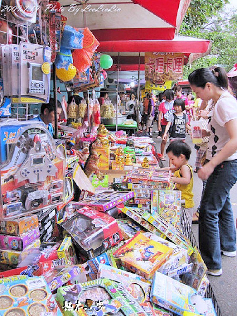 新竹假日花市|新竹市立體育場觀光夜市~白天的夜市好逛好買