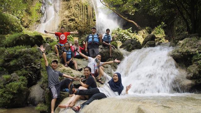 Foto keluarga bareng Blogger Deswita Jogja