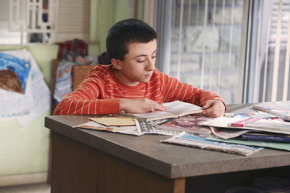 The Middle - Season 5 Episode 16: Stormy Moon