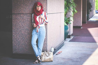 Cara Memadukan Mix and Match Celana Jeans Dengan Busana Muslim