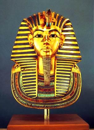 Máscara funeraria de oro del rey Tutankamón, Tebas, Egipto, siglo XIV aC