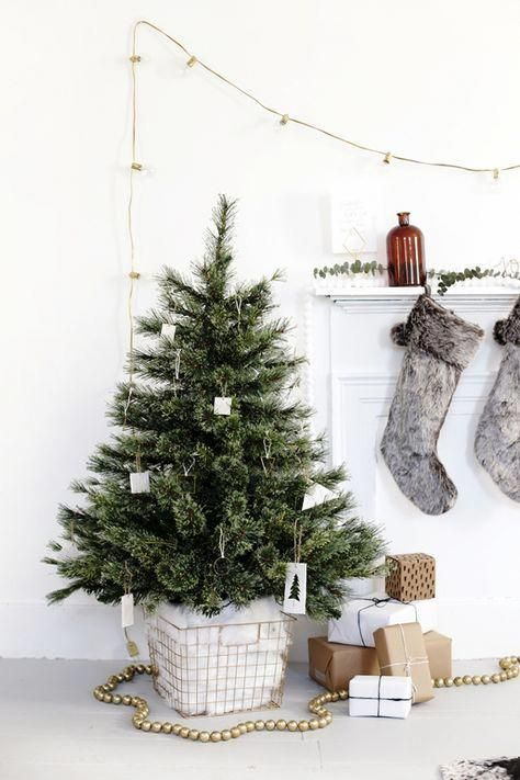 Easy Christmas Decorations That Will Add A Contemporary Touch