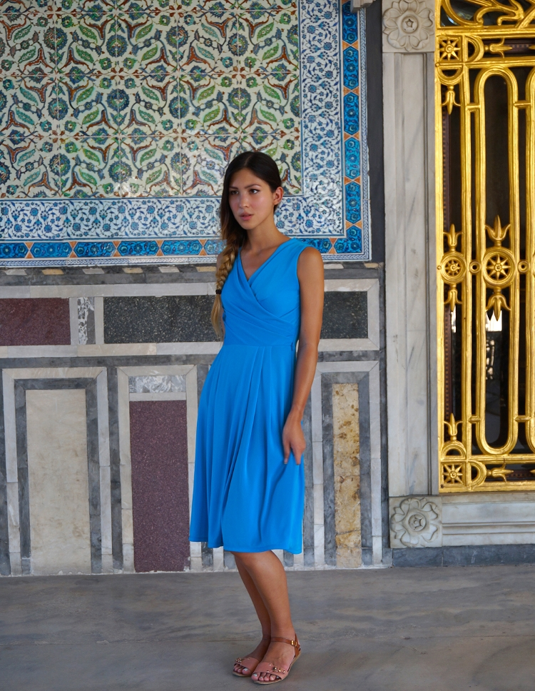 Euriental - fashion & luxury travel, Maxmara blue dress and OVS sandals.