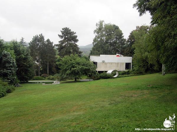 St-Rémy-lès-Chevreuse - Maison de Marta Pan et d'André Wogenscky  Architecte: André Wogenscky  Sculptures:  Marta Pan  Construction: 1952