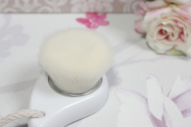 démaquillage-visage-brosse
