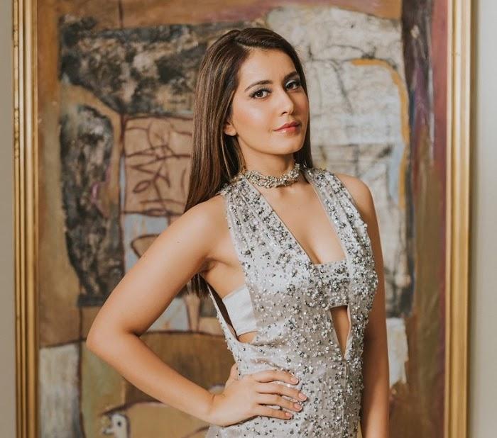 Rashi Khanna's Hottest Attire exposes little Cleavage-HD Photos
