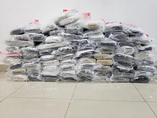 Oficiales de la Dirección Nacional de Control de Drogas (DNCD) decomisaron 72 pacas de marihuana mediante un operativo desplegado en la carretera Francisco del Rosario Sánchez de la provincia Peravia.