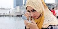 Bagaimanakah Kosmetik Waterproof Menurut Pandangan Islam?